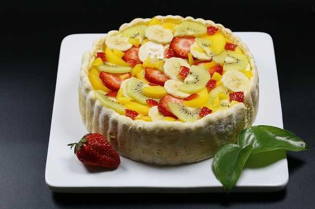 Ovocný dort s tropickým ovocem