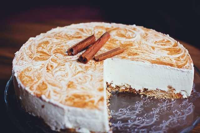 Tvarohovo-jogurtový dort se skořičí