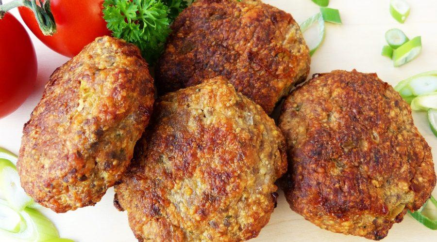 Pohankové karbanátky s červenou čočkou, a mrkví pečené v troubě