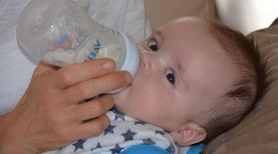 Mléčná výživa obsahuje nebezpečné karcinogeny MOAH