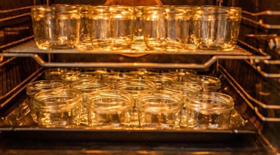 Sterilace sklenic a víček pro úspěšné zavařování